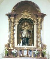 Szent Márton püspök, kőszobor a Szent Márton-templomban Szombathelyen